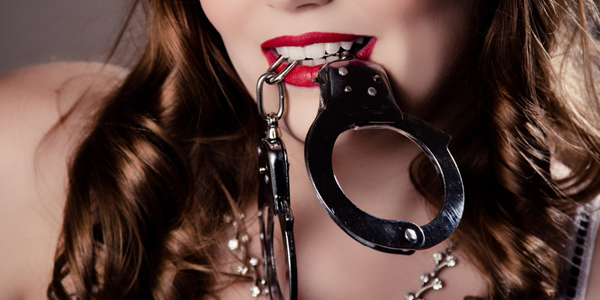 Man S Kinky Night With Handcuffs Ended Up With Him In